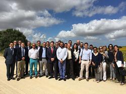 Visita al parque eólico de Los Almeriques con representantes del Ayuntamiento de Medina Sidonia, de las empresas EDP Renováveis, Iberdrola, Saeta Yield, Vestas, AEE y prensa.
