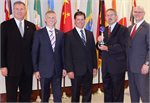 Für Speziallager und -dichtungen: SKF erhält Supplier Recognition Award von AAM