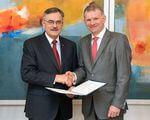 SGL Group verlängert Unterstützung für Lehrstuhl für Carbon Composites