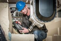 Qualitätskontrolle während der Formherstellung (© Foto Harry Zier)