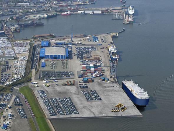 Die Vermarktung neuer Angebote der niedersächsischen Seehäfen, wie z.B. dem momentan noch im Bau befindlichen Liegeplatz 4 in Cuxhaven, stehen im Vordergrund bei der transport logistic in München. (Bild: Cuxport)