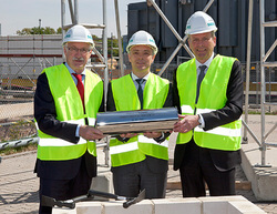 Groundbreaking ceremony in Nuremberg at May 10th: Günter Willbold, Siemens Real Estate, Mirco Düsel, CEO of the Siemens Transmission Solutions Business Unit, and Mayor Ulrich Maly (from left to right)
