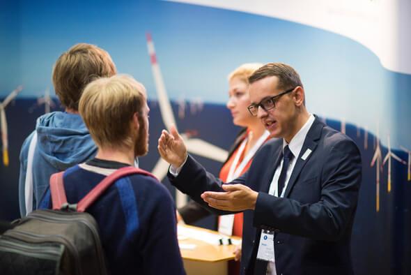 Frischer Wind für die Zukunft: Auf der Jobmesse Windcareer kommen Unternehmen und Nachwuchskräfte zusammen (Foto: Windcareer)