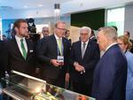 Bundespräsident Steinmeier besucht Schaeffler im Deutschen Pavillon auf der EXPO in Astana