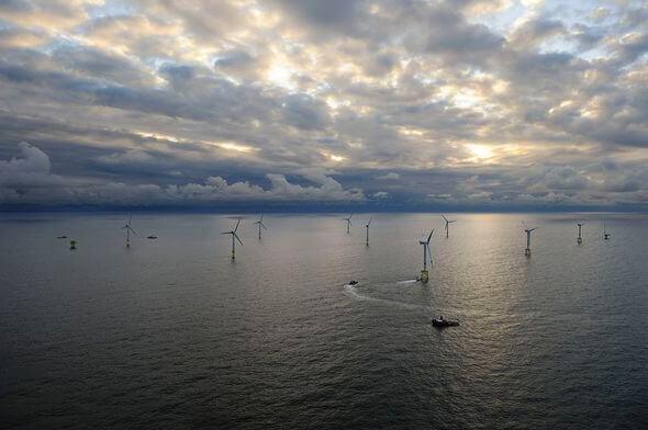Bild: alpha ventus - Windtestfeld in der Nordsee © Doti / Matthias Ibeler