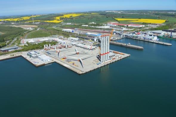 Luftaufnahme des Offshore-Terminals am Mukran Port (Bild: Mukran Port)