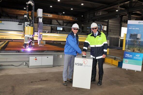 At the HSM shipyard in Schiedam, Tom van Rijn and Jaco Lemmerzaal of HSM and TenneT CEO Mel Kroon operate a machine that performs the 'first steel cut' for TenneT's  first offshore platform, Borssele Alpha (Image: TenneT)