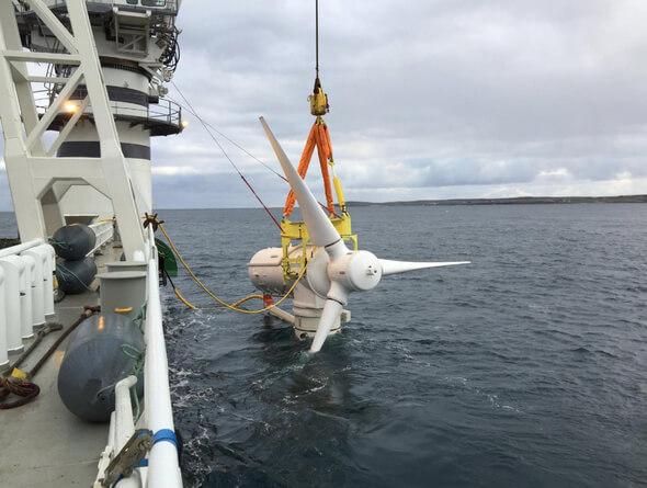 Im Gezeitenstrom müssen die riesigen 1,5-Megawatt-Turbinen u. a. Kräften widerstehen, die an Land bei einem Orkan von etwa 350 km/h entstünden (Bilder: ANDRITZ HYDRO).