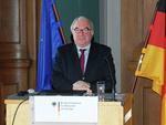 Staatssekretär Beckmeyer nimmt Unterschriftenlisten zur Stromtrasse