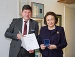 Dr. Sybill Storz mit Verdienstmedaille des KIT ausgezeichnet
