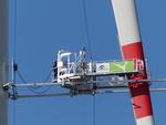 Serienproduktion gestartet: Käufer Befahrtechnik bringt weltweit erste Rotorblattbefahranlage für Onshore-Windkraftanlagen mit mechanisch zu öffnenden Seitenarmen auf den Markt