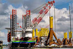 Installationsschiff INNOVATION in Bremerhaven getauft und beladen