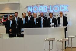 NL_InnoTrans_Team14.jpg: Das Messeteam mit den beiden Geschäftsführern Graham Souter und Andreas Maile und dem Vorstand der schwedischen Nord-Lock Gruppe Ola Ringdahl (v.l.)
