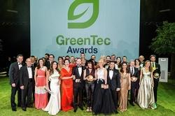 Gruppenbild mit Gewinnern: Dr. Joachim Schneider (5.v.r.), Technikvorstand RWE Deutschland, nahm den GreenTec Award für das Projekt Smart Country entgegen. Bild: GreenTec Awards