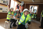 UK: 200 school pupils see construction of Vattenfall wind project with their own eyes
