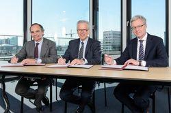 Juan Muro-Lara Girod (Head of Corporate Development Acciona S.A.), Wolfgang Ziebart (Chairman of Supervisory Board Nordex SE) and Lars Bondo Krogsgaard (CEO Nordex SE) (from left to right).
