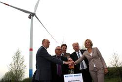 Bei der Inbetriebnahme der neuen FWT 3000: Burkhard Drescher, Klaus Strehl, Dr. Uli Paetzel, Ullrich Sierau und Dagmar Dörtelmann (Foto: FWT/Fischbach)