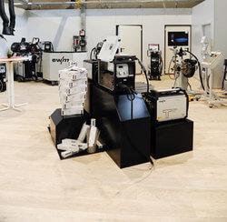 Auch in Pulheim bietet EWM mit einem vollständigen Produkt- und Serviceangebot den Kunden alles aus einer Hand. Zu der Fläche mit 800 Quadratmetern gehört ein großzügiges Lager, das eine schnelle Verfügbarkeit gewährleistet. (Foto: EWM AG)