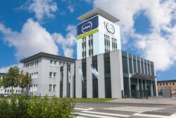 Die Schunk Group hat im Jahr 2015 mit 1,065 Milliarden Euro einen Rekordumsatz erzielt. Damit hat der Technologiekonzern zum ersten Mal die Milliardengrenze überschritten.