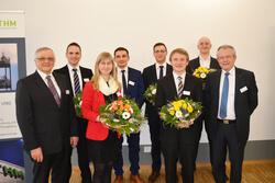 Die Preisträger erhielten eine Bronze-Plakette von Ludwig Schunk, ein Preisgeld von 1.000 Euro sowie eine Urkunde.