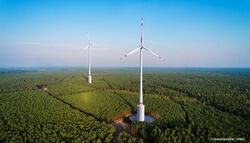 Mit dem Naturstromspeicher entsteht aus einem Windenergiepark ein äußerst vielseitiges Kraftwerk.