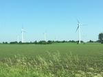Große Windparks bremsen den Wind und senken die Energieeffizienz