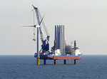 """Erste Turbinenteile für den Offshore-Windpark """"Wikinger"""" erreichen Sassnitz-Mukran"""