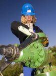 Erneuerbare Energien motivieren Frauen zu technischen Berufen