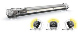 Die LED-Schaltschrankleuchte LEX-350 mm von ELMEKO punktet mit Universalspannung, Multifunktionstaste, einfacher Montage, hoher Lichtausbeute und zielgerichteter Ausleuchtung. In den Befestigungsclipsen lässt sie sich einfach schwenken. (Bild: ELMEKO)