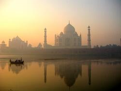 The Taj Mahal, a famous Indian landmark (Image: www.viajar24h.com (Agra & Taj Mahal-44  Uploaded by Ekabhishek) [CC BY 2.0 (http://creativecommons.org/licenses/by/2.0)], via Wikimedia Commons)