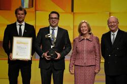 Die SCHUNK GmbH & Co. KG aus Lauffen  gewinnt den HERMES AWARD2017 (Foto: Deutsche Messe AG)