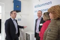 Josef Werum und Matthias Roth informieren Ursula Groden-Kranich und Sabine Flegel (beide CDU)