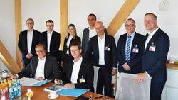 Der dänische Hersteller von Windenergie-Anlagen Vestas und juwi vertiefen ihre langjährige Partnerschaft. v.l.n.r.: Florian Könker (Vestas), Thomas Kubitza (juwi), Thomas Broschek (juwi), Christiane Beer (juwi), Thomas Ufermann (Vestas)
