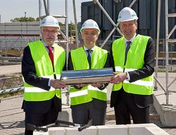 Grundsteinlegung in Nürnberg am 10 Mai: Günter Willbold, Siemens Real Estate, Mirco Düsel, CEO der Siemens Geschäftseinheit Transmission Solutions, und Oberbürgermeister Ulrich Maly (v.l.)