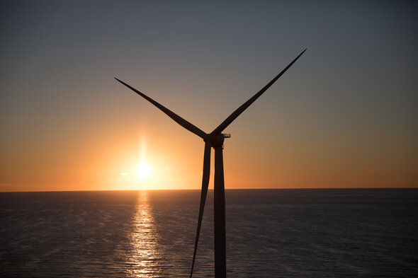 Wind and solar power are intermittent and unpredictable — making them a challenge for energy traders seeking profits. (Image: Chris New for GE Reports)