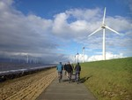 Vereinbarung unterzeichnet für weltweit erste Windkraftanlagen auf einem Deich