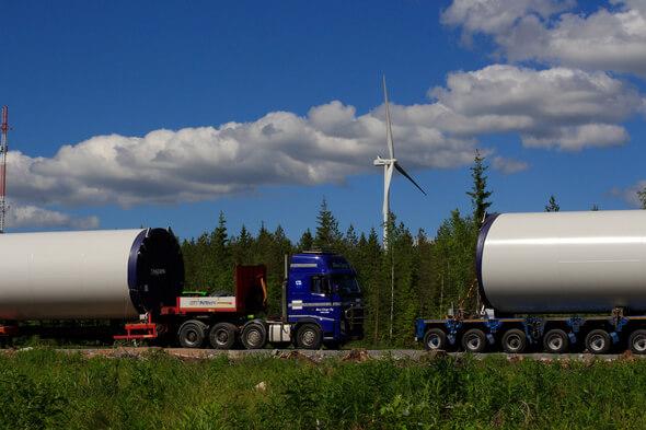 Im finnischen Haapajärvi betreibt ABO Invest bereits seit 2015 zwei Windkraftanlagen. Nun rollen die Komponenten für weitere sieben Anlagen mit jeweils 3,3 Megawatt Leistung an. (Bild: ABO Invest)