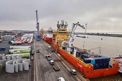 Das Umschlagsvolumen in Niedersachsens Seehäfen ist im ersten Halbjahr um 8 % gestiegen (Bild: EPAS / Seaports)