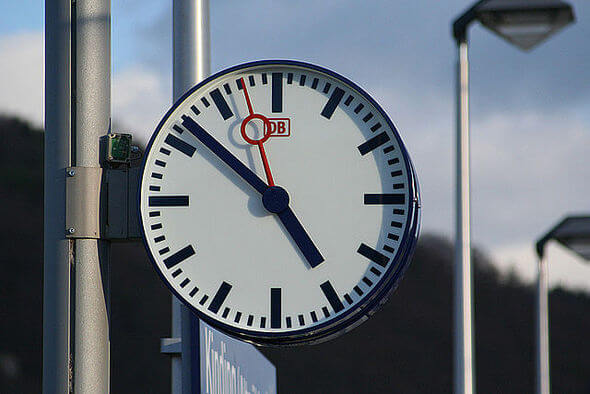 Is the clock being turned back or forth? (Image by: S. Terfloth User:Sese_Ingolstadt (Own work) [CC BY-SA 2.5 (http://creativecommons.org/licenses/by-sa/2.5)], via Wikimedia Commons)