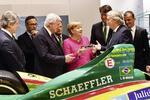 Angela Merkel auf dem IAA-Messestand von Schaeffler
