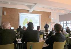 ABO Wind-Projektleiter Jörg Wirtz stellte CO2-freie Mobilitätsoptionen am Beispiel von Logistikzentren und Busdepots vor (Bild: ABO Wind)