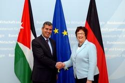 Bundeswirtschaftsministerin Zypries mit dem jordanischen Energieminister Dr. Saleh Al-Kharabsheh (© BMWi/Andreas Mertens)