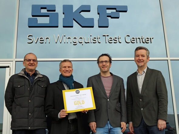 """Freuen sich über die """"goldene"""" LEED-Zertifizierung des Großlager-Prüfzentrums von SKF (v. l.): Hans-Jürgen Senger (EHS-Koordinator), Jörg Frey (Werkeplanung), Dr. Thomas Zika (Prüfzentrumsleiter) und Dr. Martin Göbel (Test-Chef). (Bilder: SKF)"""