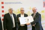 Grünes Licht für Netzausbau in Hessen: Energieminister Al-Wazir überreicht TenneT Planfeststellungsbeschluss für Nord-Süd-Verbindung Wahle-Mecklar
