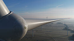 Beeindruckender Blick auf den Windpark Oldenbroker Feld über die Nabe einer Vestas V112-3,3. (Bild: Projekt GmbH)