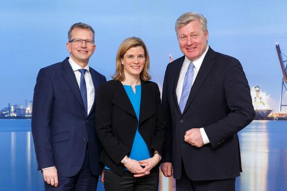 Holger Banik, Inke Onnen-Lübben sowie Dr. Bernd Althusmann bei der Präsentation der Bilanz  (© Foto: Andreas Burmann)