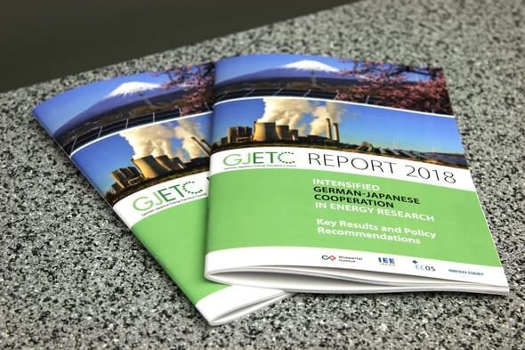 Gedruckte Version des GJETC-Abschlussberichts (Bild: Medienbüro am Reichstag, Kevin Hohmann)