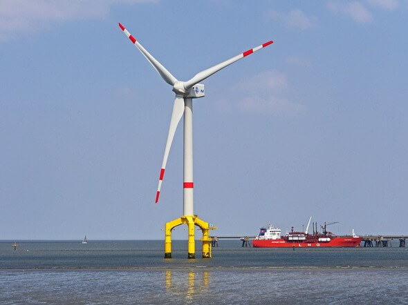 Im Rostocker Hafen stellt sich u.a. die Offshore-Branche vor (Bild: Pixabay)