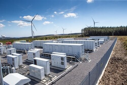 Batteriecontainer mit 500 BMW i3 Batterien am Standort Pen y Cymoedd in Wales   Quelle: Vattenfall