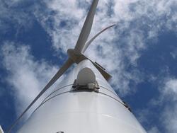 Antenne an der Windkraftanlage (Bild: © Dirkshof / Parasol GmbH & Co.KG)